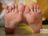 Sneaking Up On Her Sexy Soles. Voyeur Feet & Oiled Footjob: Amazing Cumshot